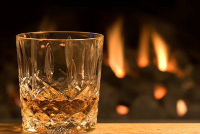 l_whisky_glass_fire_400w