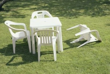 http://affotd.files.wordpress.com/2011/08/earthquake-chair.png