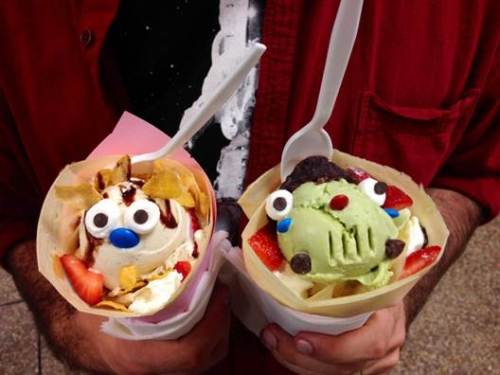 oh ice cream faces i get it that's cute