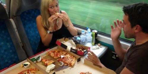 pizza en de train